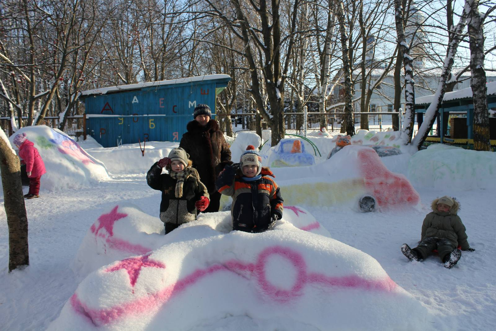 Зимние постройки из снега в детском саду фото 2
